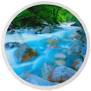 Water Rushing Through Rocks Round Beach Towel