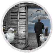 Weathering The Gulls Round Beach Towel