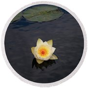 White Water-lily Round Beach Towel