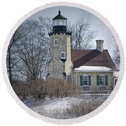 Whitehall Lighthouse In Winter Round Beach Towel