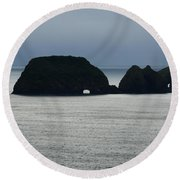 Window Rocks Round Beach Towel
