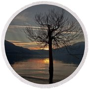 Wintertree In The Evening Round Beach Towel