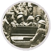 Yankee Soldiers Around A Piano Round Beach Towel by Photo Researchers