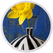 Yellow Daffodil In Striped Vase Round Beach Towel