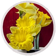 Yellow Daffodils In Checkered Vase Round Beach Towel