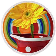 Yellow Daisy In Red Pitcher Round Beach Towel