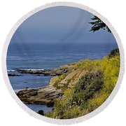 Yellow Flowers On The Central California Coast Round Beach Towel