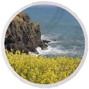 Yellow Flowers On The Northern California Coast Round Beach Towel