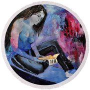 Young Girl 662160 Round Beach Towel