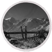 Abandoned Wagon In The High Sierra Nevada Mountains Round Beach Towel