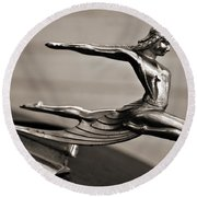 Art Deco Hood Ornament Round Beach Towel