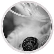 B And White Floral With Snail Round Beach Towel