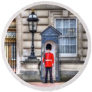 Buckingham Palace Queens Guard Round Beach Towel
