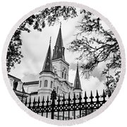 Cathedral Basilica - Square Bw Round Beach Towel