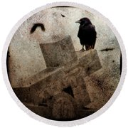 Cross With Crow Round Beach Towel