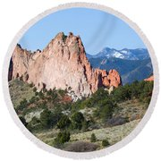 Garden Of The Gods Park In Colorado Springs In The Morning Round Beach Towel