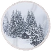 Huts And Winter Landscapes Round Beach Towel