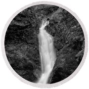 Indian Well Flows Bw Round Beach Towel