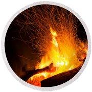 Log Campfire Burning At Night Round Beach Towel