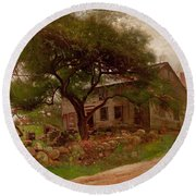 Old Farm House In The Catskills Round Beach Towel