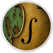 Old Violin Against Green Wall Round Beach Towel