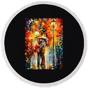 Rainy Kiss Round Beach Towel