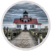 Roanoke Marshes Lighthouse, Manteo, North Carolina Round Beach Towel