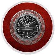Silver Seal Of Solomon - Lesser Key Of Solomon On Red Velvet  Round Beach Towel