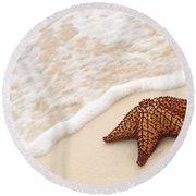 Starfish And Ocean Wave Round Beach Towel