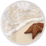 Starfish And Ocean Wave Round Beach Towel