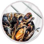 Stewed Fresh Mussels In Spicy Garlic Wine Seafood Sauce Round Beach Towel