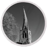 The Crooked Spire Of St Mary And All Saints Church, Chesterfield Round Beach Towel
