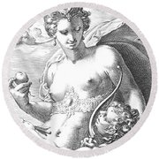 Venus And Cupid Round Beach Towel
