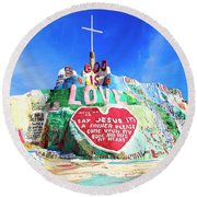 View Of Salvation Mountain Round Beach Towel