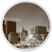 Chicago Skyline And Buckingham Fountain Round Beach Towel