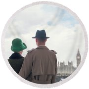 1940s Couple In London  Round Beach Towel