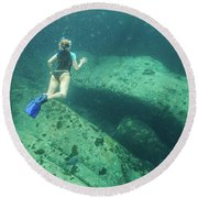 Apnea In Tropical Sea Round Beach Towel