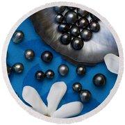 Black Pearls And Tiare Flowers Round Beach Towel