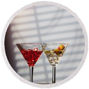 Cocktails At The Bar Round Beach Towel