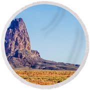El Capitan Peak Just North Of Kayenta Arizona In Monument Valley Round Beach Towel