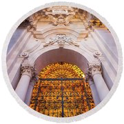 Entrance Of The Syracuse Baroque Cathedral In Sicily - Italy Round Beach Towel