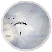 Halo Jumpers Descend To The Ground Round Beach Towel