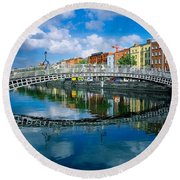 Hapenny Bridge, River Liffey, Dublin Round Beach Towel