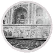 Monochrome Taj Mahal - Sunrise Round Beach Towel