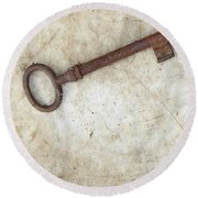 Rusty Key On Old Parchment Round Beach Towel