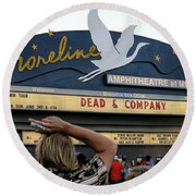 Shoreline Amphitheatre - Dead And Company Round Beach Towel