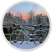Sunset In Snowy Amsterdam In The Netherlands In Winter Round Beach Towel