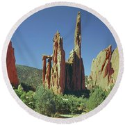 210806-h Spires In Garden Of The Gods Round Beach Towel