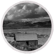 2d07515-bw Abandoned Cabin Round Beach Towel