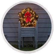 Christmas Wreath On Lawn Chairs Round Beach Towel